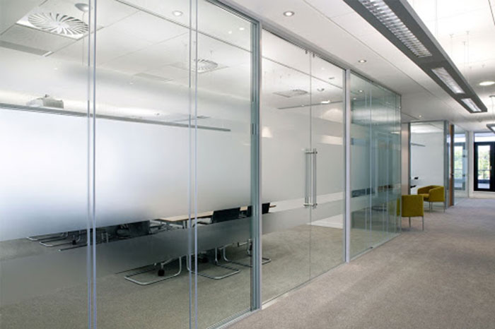 7 Glass Curtain Wall Options for Building Interiors