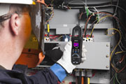 FLIR announces availability of world's first thermal imaging clamp meter
