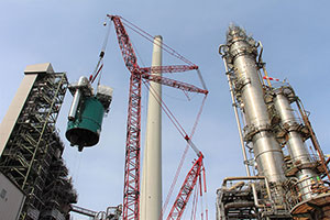 Mammoet Installs New FCC Reactor Head at Germany's Largest Refinery