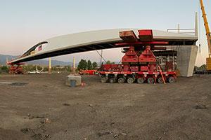 Mammoet Swiftly Sets Pedestrian Bridge in Colorado