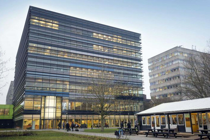 Utrecht University Installs Towering Boon Edam Revolving Door at Main Entrance to Sciences Building